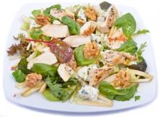 Kéksajtos csirkemell saláta körtével és dióval